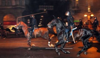 Illustration for article titled Vadai Ágnessel elszaladt a lovasrendőr