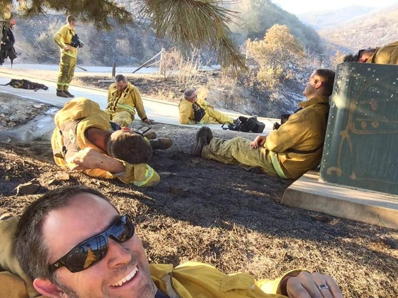 Illustration for article titled Firefighter's Selfie After Battling California Wildfires Goes Viral