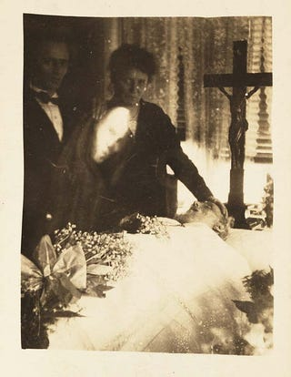 Illustration for article titled The First Photographs of Ghosts