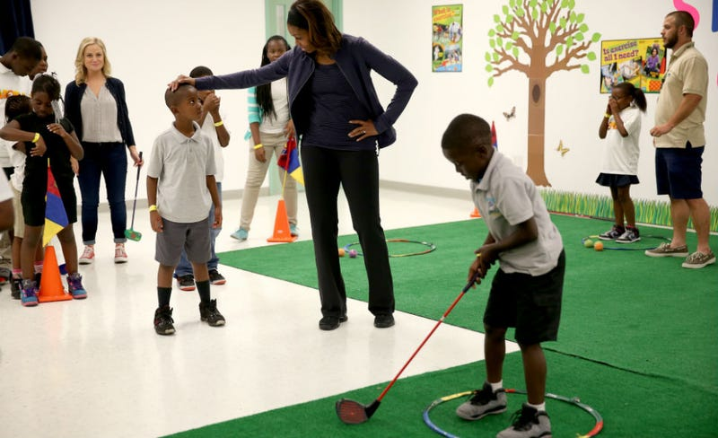 Illustration for article titled Michelle Obama and Amy Poehler Played Mini-Golf With Kids Together