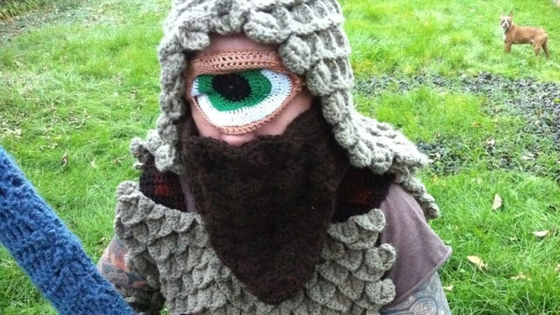Illustration for article titled Crocheted cyclops costume brings out the softer side of swordplay