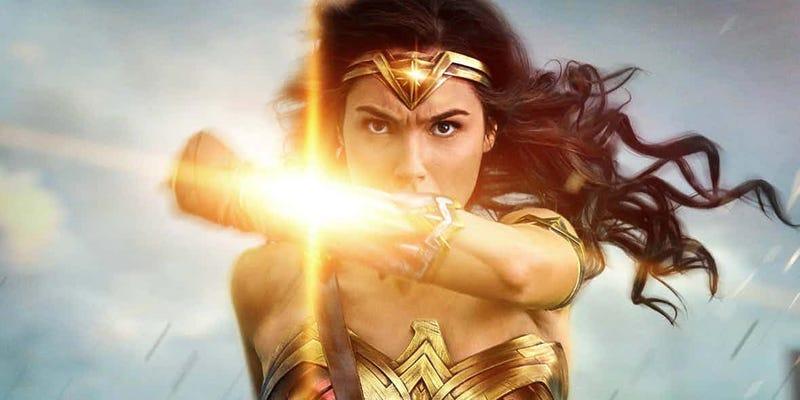 Illustration for article titled El tráiler final de Wonder Woman ya está aquí, y es sencillamente espectacular