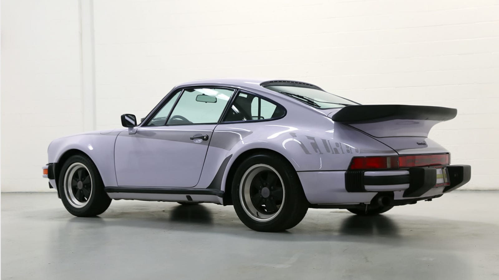 this lilac 39 widowmaker 39 porsche 911 turbo is proof we need more pastel cars. Black Bedroom Furniture Sets. Home Design Ideas
