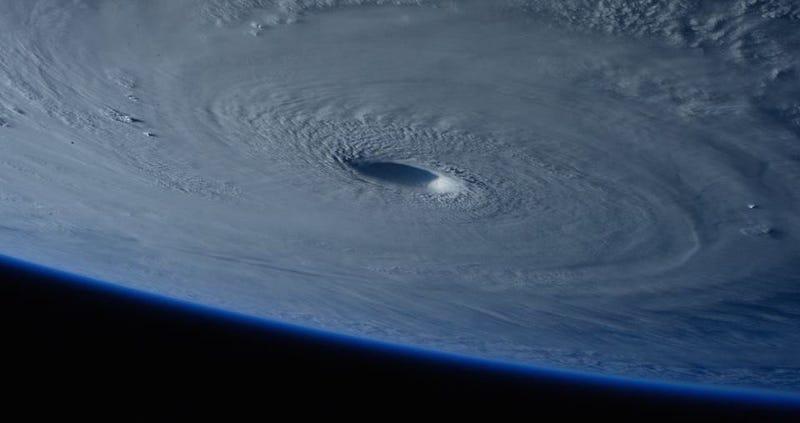 Así se ve el super tifón Maysak desde el espacio
