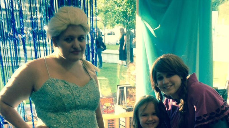 Illustration for article titled Kids Wait Hours to Meet Elsa, Get Angry George Washington Instead