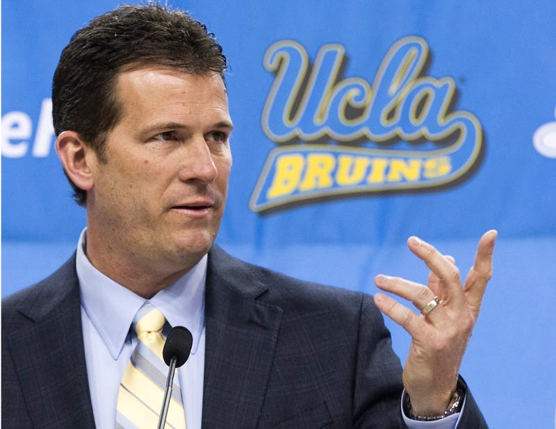 Illustration for article titled 10 Years Later, Steve Alford Has Been Shamed Into An Insincere Apology