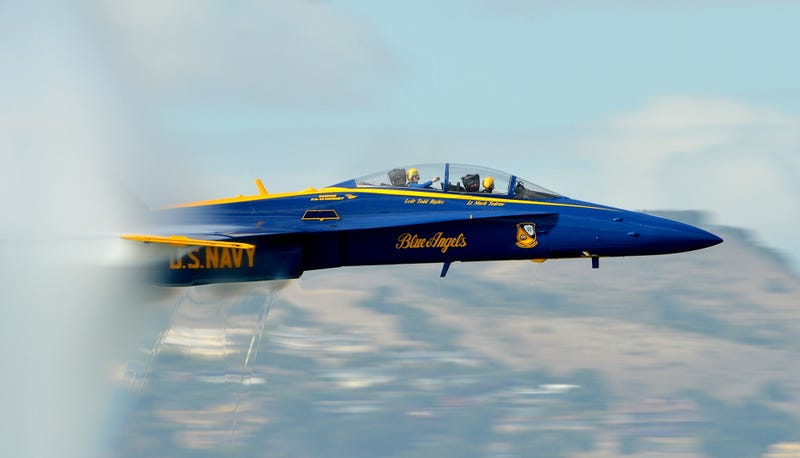 Illustration for article titled This Close Up Photo Of A Blue Angels Sneak Pass Is Amazeballs