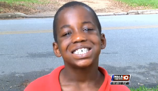 Deontae Harris shows his chipped tooth.WALB
