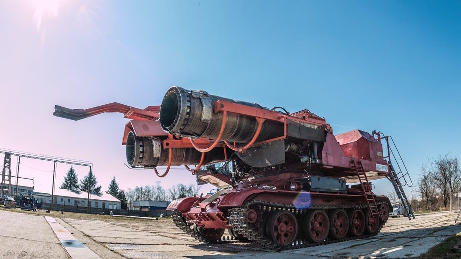 Historia del Big Wind, el increíble tanque ruso que se convirtió en un épico coche de bomberos