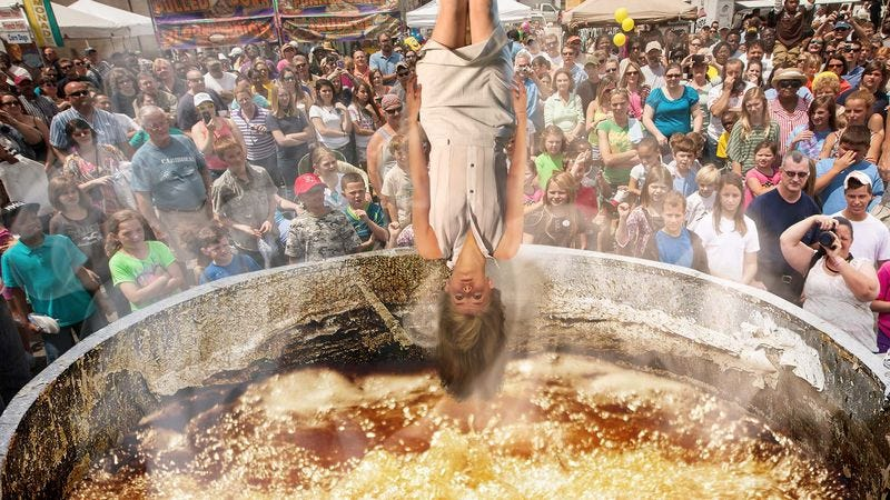 Illustration for article titled Riotous, Chanting Iowa State Fair Crowd Gathers For Annual Deep-Frying Of Virgin