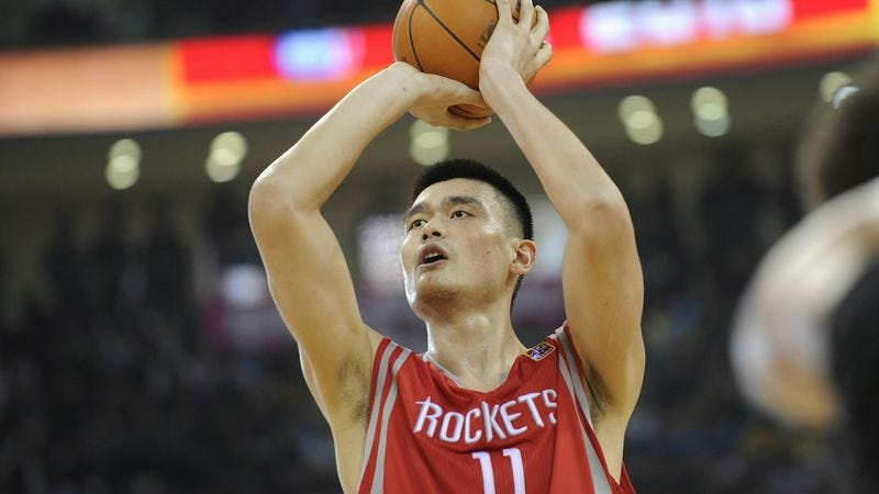 Illustration for article titled Nation To Always Remember Yao Ming's 22-Point, 8-Rebound Game Against Milwaukee