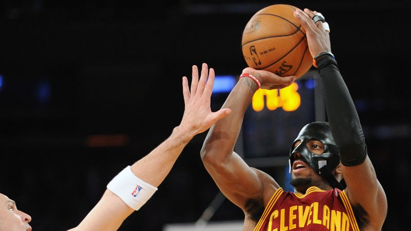 Kyrie Irving Frustrated with Clear Mask Worn in Win vs. Nets