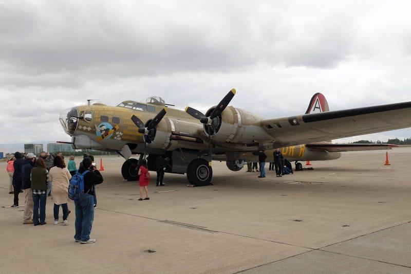 Illustration for article titled Boeing B-17 Bomber Flight