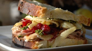 Illustration for article titled Thanksgiving Leftovers: A Manual For Sandwich Greatness