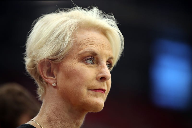 Illustration for article titled Cindy McCain Apologizes for Making Up a Race-Based Human Trafficking Story That Was a Whole-Ass Lie