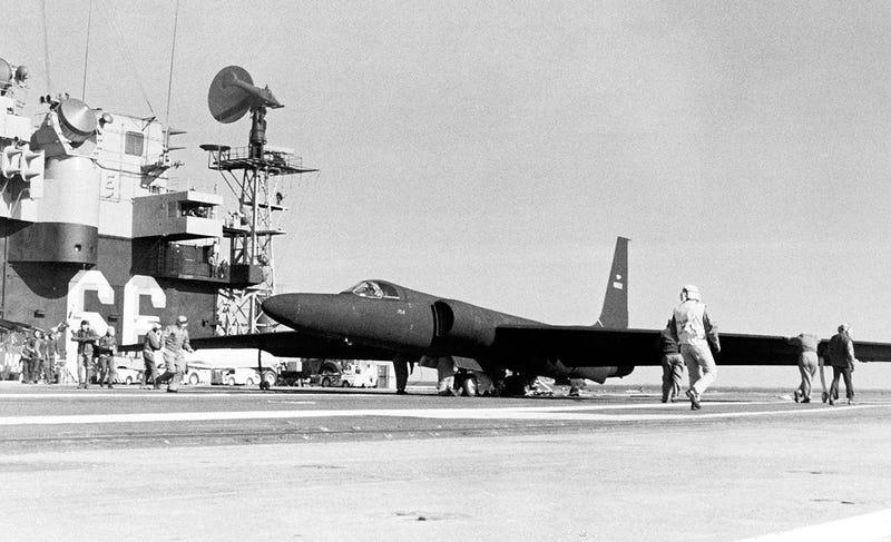 Pruebas de un U-2 a bordo del USS America