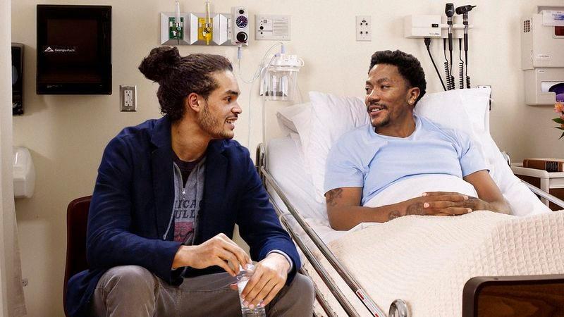 Illustration for article titled NBA Cares Program Sends Chicago Bulls Players To Spend Time At Hospital Visiting Derrick Rose
