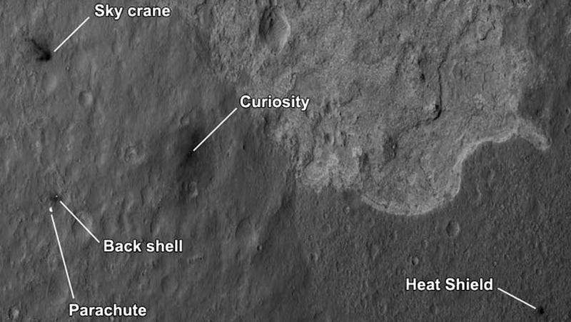 Illustration for article titled New Picture Shows Curiosity's Landing System Pieces Crashed All Around Mars