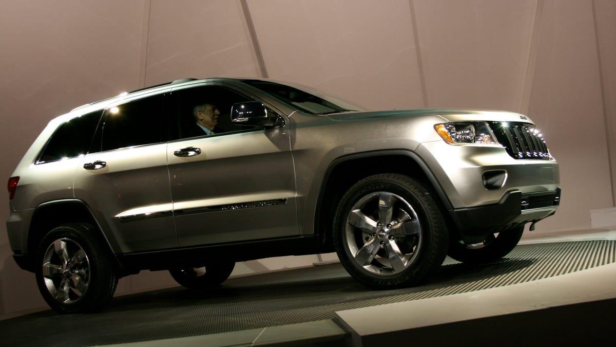 2011 Jeep Grand Cherokee: Mercedes Chassis Meets Hemi Power