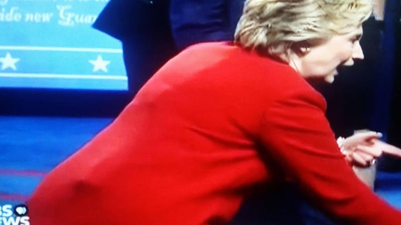 Illustration for article titled Conspiracy Theorists Are Very Concerned About Hillary's Mic Pack