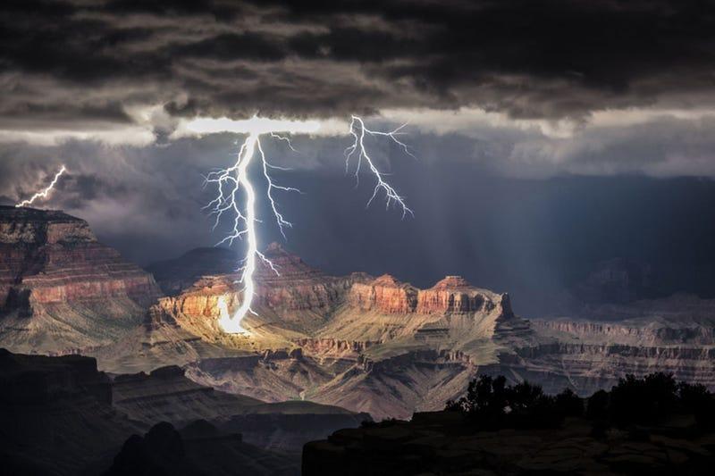 Illustration for article titled Villámok a Grand Canyon felett