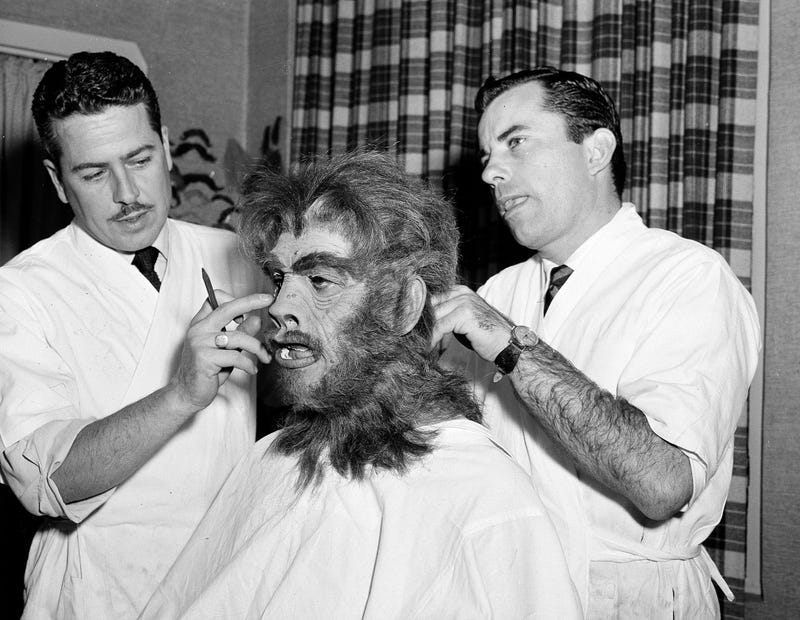 Illustration for article titled Boris Karloff Suits Up for Horror Duty in This Behind-the-Scenes Photo