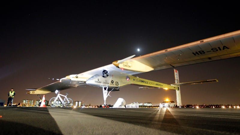 Illustration for article titled Crazy-Looking Solar Powered Plane Completes First Leg Of Tour