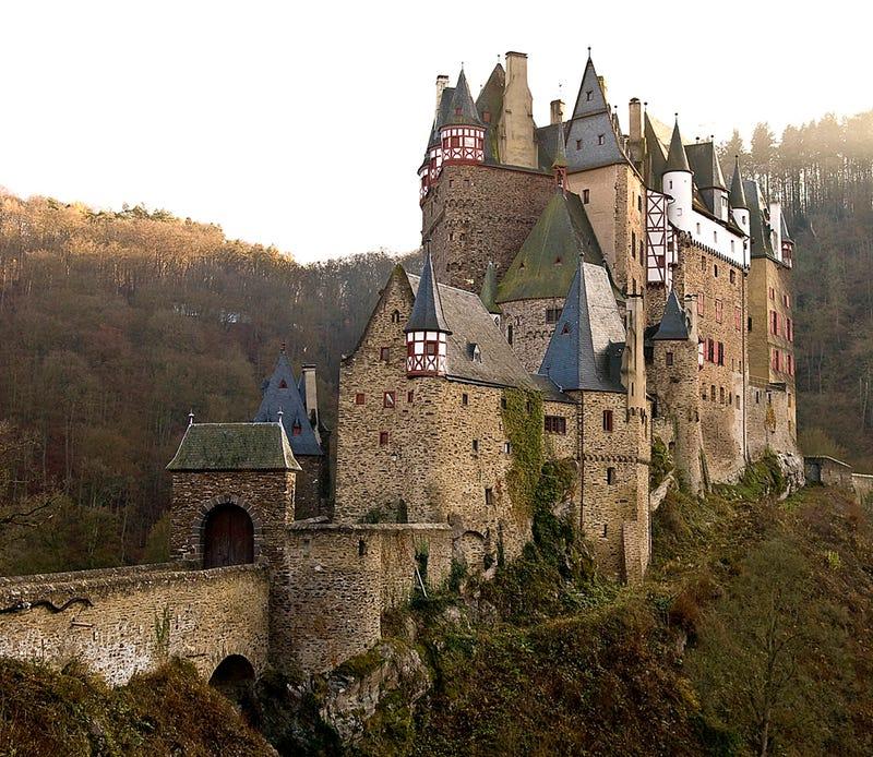Illustration for article titled A legszebb elátkozott várak és kísértetjárta kastélyok