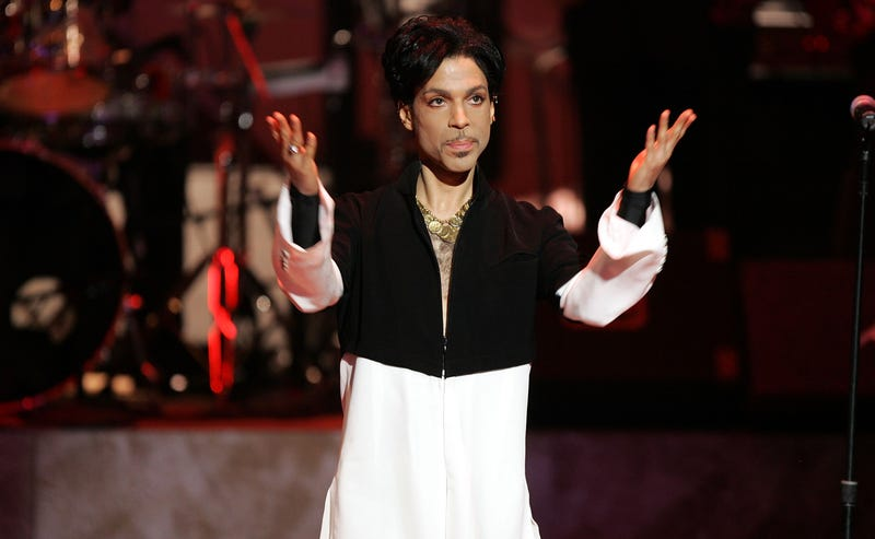 Illustration for article titled Lawyers Leach Millions From Prince's Estate While His Family Hasn't Seen a Dime: Report