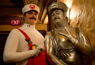 Illustration for article titled Rare Metal Mario Cosplay Caught On Camera