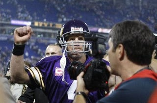 Illustration for article titled Brett Favre Has His Hands Full With The Inactive List