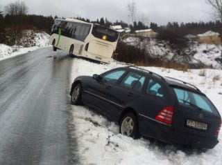 Illustration for article titled Tricky Driving Conditions in Norway Today