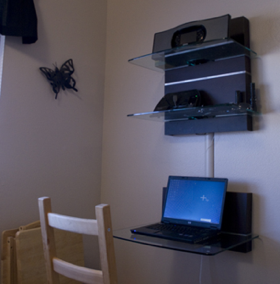 Illustration for article titled DIY Wall-Mounted Charging Station and Laptop Desk