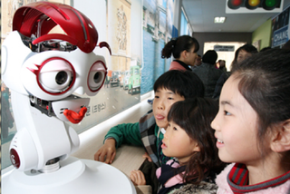 Illustration for article titled Robots Teach Korean Students English