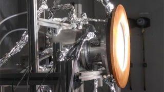 Illustration for article titled Logran crear combustible de avión a partir de agua, aire y luz solar