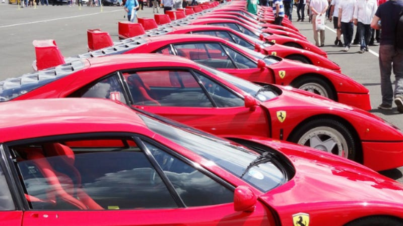 Illustration for article titled This Is The Largest Parade Of Ferrari F40s In The World