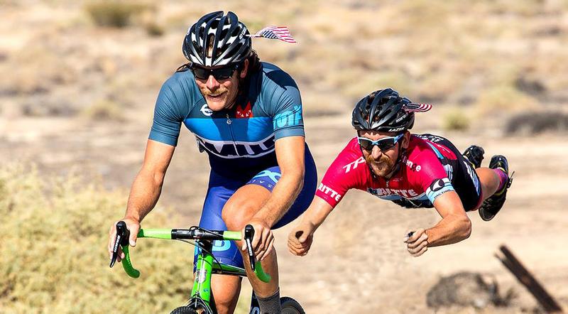 Illustration for article titled Gente en bicicleta sin bicicleta es el uso más divertido de Photoshop