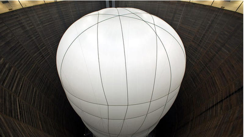Illustration for article titled Christo's Gigantic Indoor Balloon Will Dwarf the Senses
