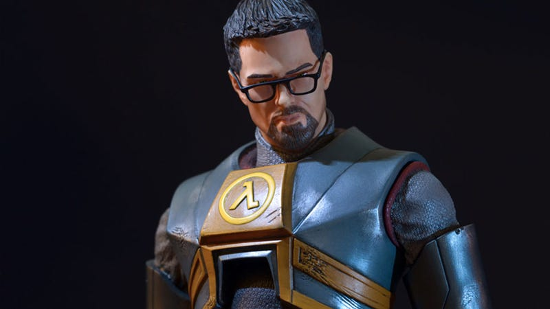Illustration for article titled Giant 20-Inch Gordon Freeman Statue Keeps Headcrabs Off Your Bookshelf