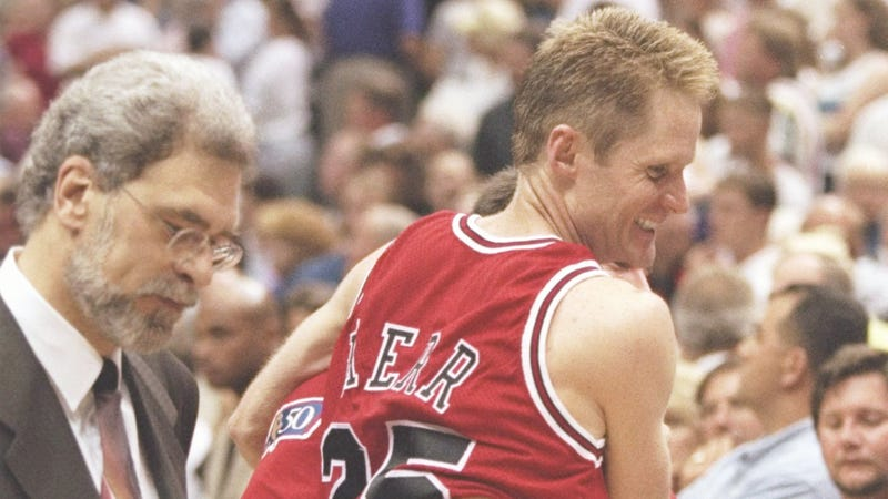 Illustration for article titled Steve Kerr And Phil Jackson Talk About Managing Player Egos And Baking Bread