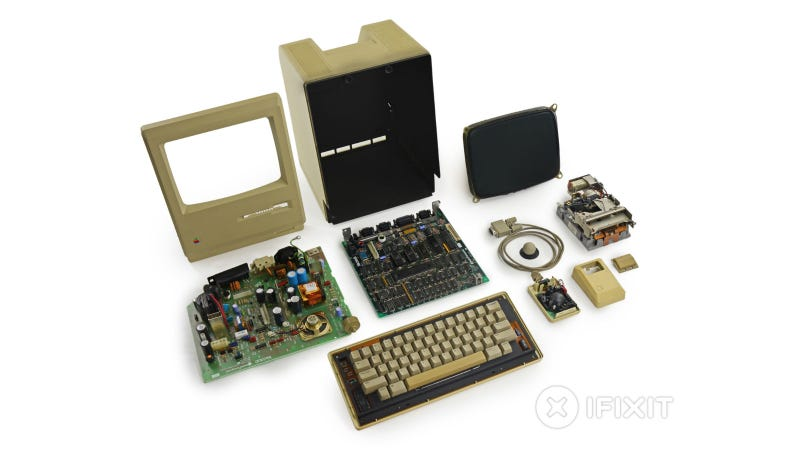 Illustration for article titled Macintosh 128K Teardown: A Time Capsule With Keyboard and Mouse