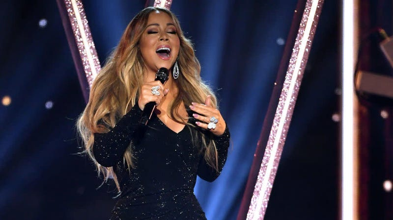 Illustration for article titled Mariah Carey sees, annihilates the premise of your viral Twitter challenges with bottle cap-blasting scream