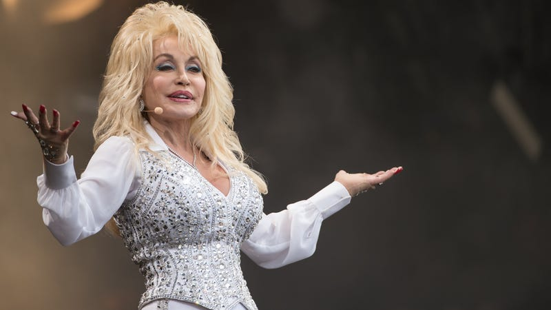 Illustration for article titled Like All of Us, Dolly Parton Can't Wait to See What She'll Do Next