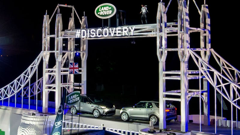 Illustration for article titled Land Rover Just Built The Largest Lego Structure Ever