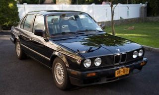 Illustration for article titled For $5,000, This 1986 BMW 325e Packs a Surprise