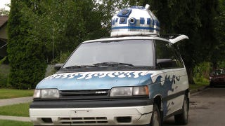 Illustration for article titled A Giant R2D2 Crammed Into a Car