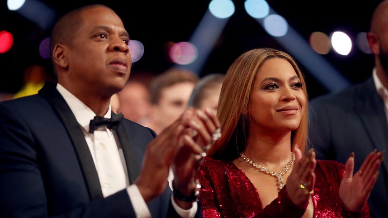 Illustration for article titled Beyoncé and Jay-Z Get Stranded Mid-Air During Stage Malfunction, Play It Off Like Goddamn Pros