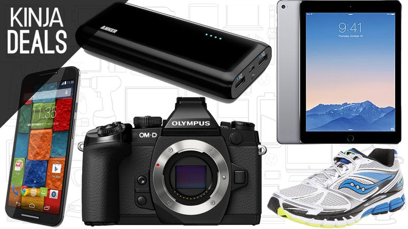 Illustration for article titled Today's Best Deals: Kindle E-Readers, $140 off iPads, Running Shoes, and More
