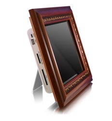 Illustration for article titled Aluratek Photo Frame Plays Photos, Music, and Video