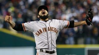 Illustration for article titled Sergio Romo Struck Out Miguel Cabrera With The Ballsiest Pitch Of The World Series